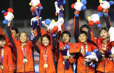 Đội tuyển nữ Việt Nam ăn mừng.