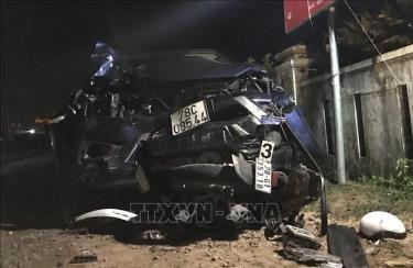 Vụ tai nạn xảy ra giữa ô tô bán tải và nhiều xe máy tại xã Hòa Hiệp Nam, huyện Đông Hòa, tỉnh Phú Yên đã khiến 7 người thương vong.