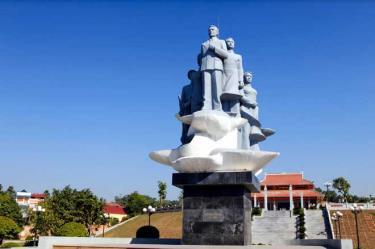 Tượng đài Khởi nghĩa Yên Bái tại Khu di tích lịch sử mộ Nguyễn Thái Học và các cộng sự ở thành phố Yên Bái.