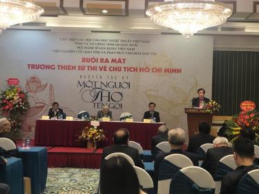 Nghệ sỹ nhân dân Lê Tiến Thọ phát biểu tại lễ ra mắt sách.