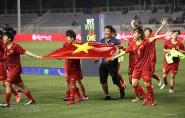 Các nữ tuyển thủ Việt Nam ăn mừng chiến thắng tại SEA Games 30.