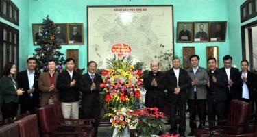 Trưởng Ban Dân vận Tỉnh ủy Hoàng Xuân Nguyên thăm và tặng quà Tòa Giám mục, Dòng tu Mến Thánh giá Hưng Hóa, thị xã Sơn Tây (thành phố Hà Nội) nhân dịp Lễ Giáng sinh năm 2019.