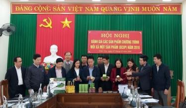 Các thành viên Hội đồng đánh giá phân hạng sản phẩm OCOP huyện Trấn Yên