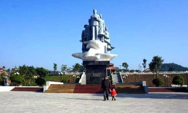 Tượng đài Nguyễn Thái Học. (Ảnh: Thanh Hương)
