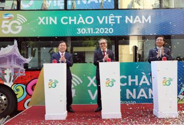 """Chiều 30-11, Viettel chính thức khai trương kinh doanh mạng thử nghệm dịch vụ 5G tại Hà Nội với chương trình """"5G Viettel Xin chào Việt Nam""""."""