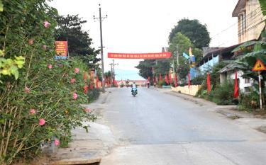 Đường vào khu trung tâm xã Tân Đồng.