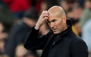 HLV Zidane đang chịu áp lực rất lớn.