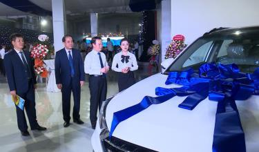 Local officials visit the showroom at 3S Hyundai Yen Bai