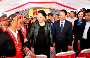 National Assembly Chairwoman Nguyen Thi Kim Ngan visits locals in Quang Minh commune and attends a ceremony to announce the completion of new-style-rural area criteria and the Great Unity Day Festival in the locality.