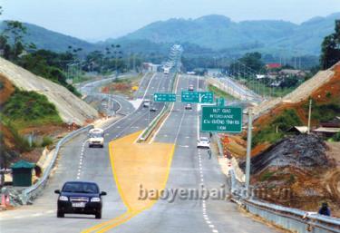 Đường cao tốc Nội Bài - Lào Cai tạo động lực quan trọng thúc đẩy phát triển kinh tế - xã hội tỉnh Yên Bái. Trong ảnh: Nút giao IC 14 cao tốc Nội Bài - Lào Cai qua huyện Văn Yên, tỉnh Yên Bái.
