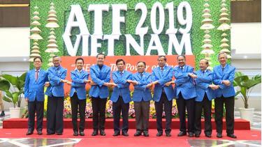 Các Bộ trưởng, trưởng đoàn tham dự diễn đàn du lịch ASEAN 2019.