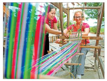Tham gia du lịch cộng đồng du khách được trải nghiệm văn hóa bản địa đặc sắc.