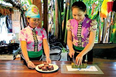 Đến tham quan, trải nghiệm tại bản du lịch Sà Rèn, du khách sẽ được thưởng thức những món ăn truyền thống của người Thái Mường Lò.