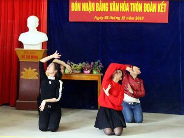 Đội văn nghệ thôn Đoàn Kết, xã Cảm Ân thường xuyên luyện tập văn nghệ đảm bảo hoạt động cho các ngày lễ của thôn.