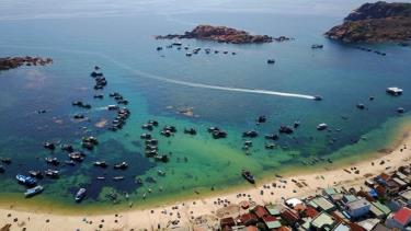 The sea off the coast of Quy Nhon city, Binh Dinh province.