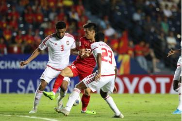 Ảnh: Một pha tranh chấp giữa đội U23 Việt Nam hòa đội U23 Jordan.