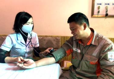 Công đoàn Công ty Điện lực Yên Bái quan tâm tổ chức khám sức khỏe định kỳ cho cán bộ, công nhân viên, người lao động.