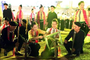 Hội Hạn Khuống được sân khấu hóa trong Lễ hội Văn hóa - Du lịch Mường Lò và khám phá Danh thắng quốc gia Ruộng bậc thang Mù Cang Chải năm 2019.