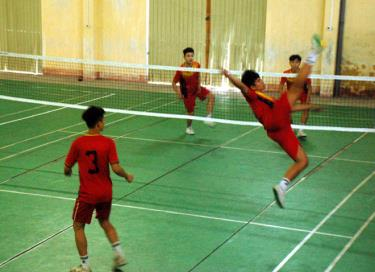 Vận động viên môn cầu mây trong giờ luyện tập.
