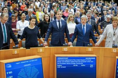 Các nghị sỹ châu Âu trong phiên bỏ phiếu thông qua thỏa thuận Brexit.