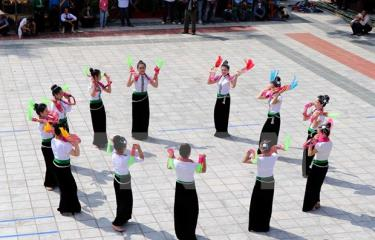 Xoe Thai dance is performed by Thai ethnic minority people in Van Chan district, Yen Bai province.
