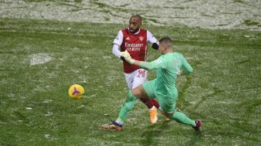 Hạ West Brom trong cơn mưa tuyết, Arsenal thắng trận thứ 3 liên tiếp ở Ngoại hạng Anh.