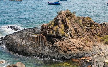 Gành Đá Đĩa (Phú Yên) được xếp hạng di tích quốc gia đặc biệt.
