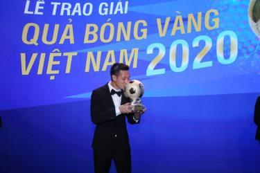 Văn Quyết thắng QBV Việt Nam 2020