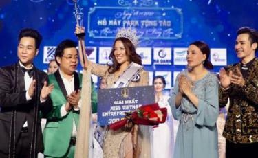 Hình ảnh tại lễ trao giải cuộc thi hoa hậu doanh nhân sắc đẹp Việt 2020 không có giấy phép.