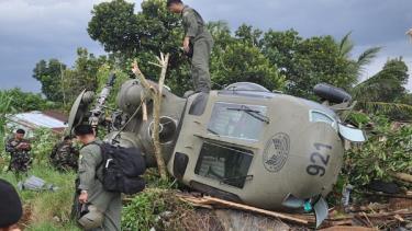 Máy bay trực thăng đã bị rơi trong lúc chở hàng tiếp tế.