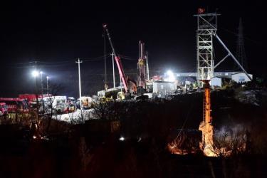 Tổng cộng 22 thợ mỏ bị mắc kẹt sau vụ sập mỏ vàng ở phía Đông của Trung Quốc hôm 10-1