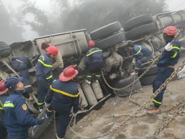 Lực lượng chức năng thực hiện công tác cứu hộ cứu nạn