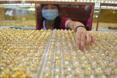 Giá vàng trong nước đang cao hơn thế giới 5 triệu đồng/lượng