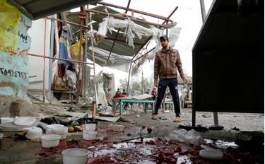 Hiện trường vụ nổ bom kép ở thủ đô Baghdad, Iraq.