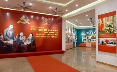 Trưng bày gồm ảnh và tư liệu về quá trình sáng lập, lãnh đạo và rèn luyện của Đảng Cộng sản Việt Nam.