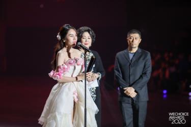 Thủy Tiên được vinh danh ở hạng mục Nghệ sĩ có hoạt động nổi bật, Đại sứ truyền cảm hứng WeChoice Awards 2020.
