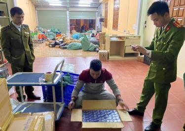 Đoàn kiểm tra 389 tỉnh Yên Bái phát hiện và thu giữ 6.500 bao thuốc lá nhập lậu