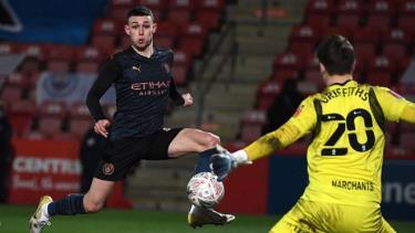 Sao trẻ Foden tiếp tục phong độ cao giúp Man City có chiến thắng ở FA Cup.