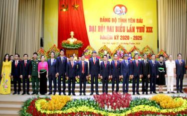 Đoàn đại biểu của Đảng bộ tỉnh Yên Bái đi dự Đại hội XIII của Đảng