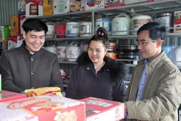 Trên địa bàn xã có 1 cửa hàng tiện lợi đạt chuẩn và 24 hộ kinh doanh thương mại tổng hợp, đáp ứng tốt nhu cầu tiêu dùng của nhân dân trong xã.