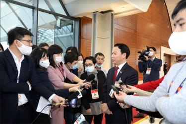 Đồng chí Đỗ Đức Duy - Bí thư Tỉnh ủy Yên Bái trả lời phỏng vấn báo chí bên lề Đại hội XIII của Đảng. (Ảnh: TTXVN)