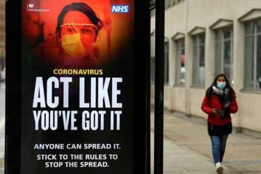 Một áp phích đưa thông tin về đại dịch Covid-19 ở London, Anh ngày 27/1.