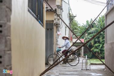 Phong tỏa thôn Lam Sơn, xã Minh cường, huyện Thường Tín, Hà Nội trưa 28/1 do có ca nghi mắc Covid-19.