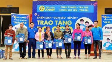 Siêu thị Điện máy Xanh tặng quà tết cho hộ nghèo huyện Lục Yên. ảnh minh họa