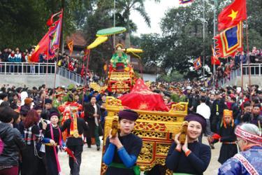 Lễ hội đền Đông Cuông (Văn Yên) tổ chức ngày Mão đầu tiên của tháng Giêng hàng năm. Ảnh minh họa