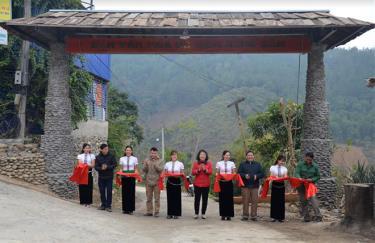 Khánh thành công trình cổng bản văn hóa du lịch Búng Sổm, xã Tú Lệ.