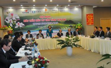 Bí thư Tỉnh ủy, Chủ tịch UBND tỉnh Phạm Thị Thanh Trà giới thiệu với các doanh nghiệp về tiềm năng của tỉnh tại Hội nghị xúc tiến đầu tư với các doanh nghiệp Hàn Quốc.