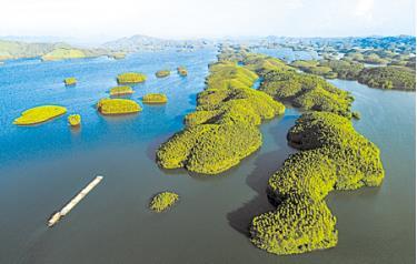 Hồ Thác vào xuân. Ảnh: Thanh Miền