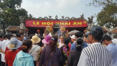 Bộ VHTTDL kiểm tra việc thực hiện dừng tổ chức lễ hội tại nhiều địa phương Lễ hội khai ấn đền Trần dừng tổ chức để tập trung phòng chống dịch. Ảnh: Internet