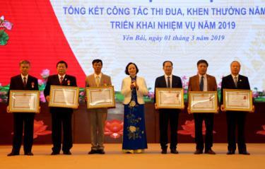 Các tập thể, cá nhân được nhận Huân chương Lao động hạng Nhì và Ba tại Hội nghị tổng kết công tác thi đua - khen thưởng năm 2019.